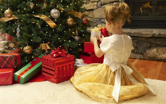 Cute kids Merry Christmas Holiday Wallpaper 10 Views:3777