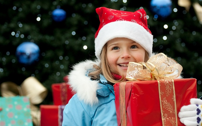 Cute kids Merry Christmas Holiday Wallpaper Views:6623