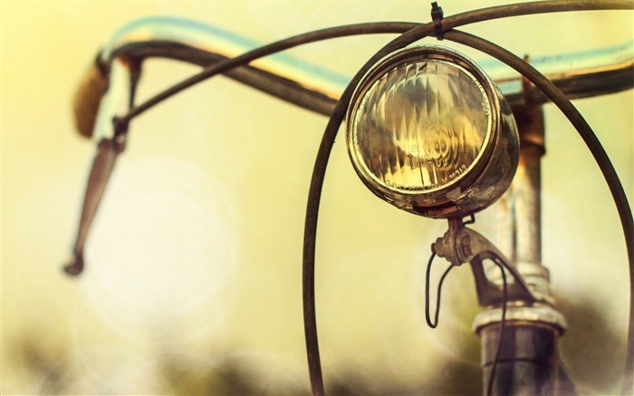 bicycle light-HIGH Quality Wallpaper Views:4018 Date:1/3/2014 8:45:53 AM
