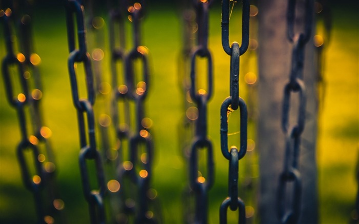 macro chains bokeh light-HIGH Quality Wallpaper Views:4096 Date:1/3/2014 8:53:42 AM