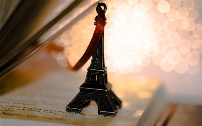 eiffel tower souvenir-Macro photography wallpaper Views:3616