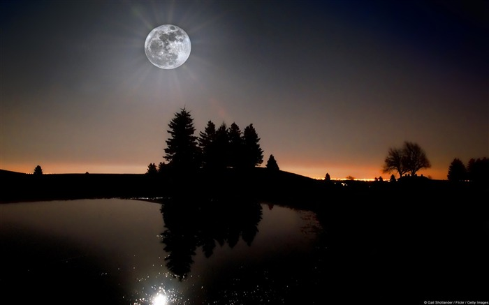 Kalie Deng super moon-Windows Wallpaper Views:3222