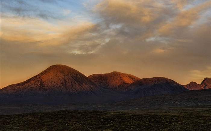 mountain in the sunset-Scenery HD Wallpaper Views:3352 Date:6/28/2014 11:45:43 PM