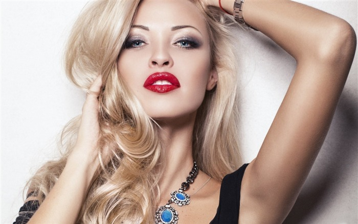 blonde girl with red lips-Photo background wallpaper Views:5636 Date:7/16/2014 7:14:43 AM