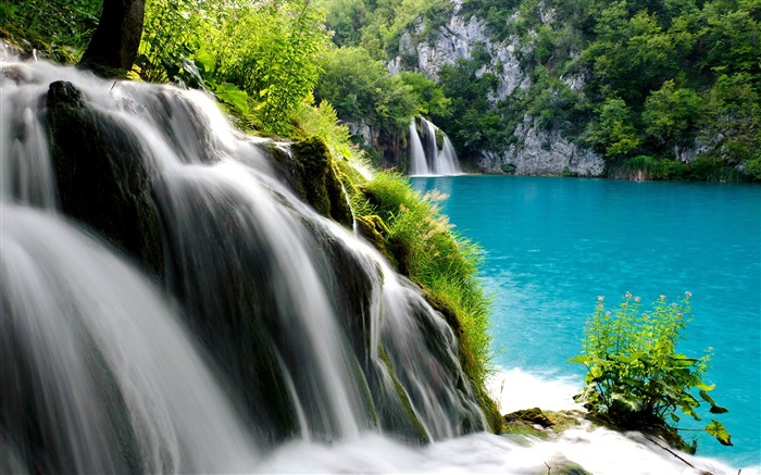 Beautiful Waterfalls-Nature Photo Wallpaper Views:3648