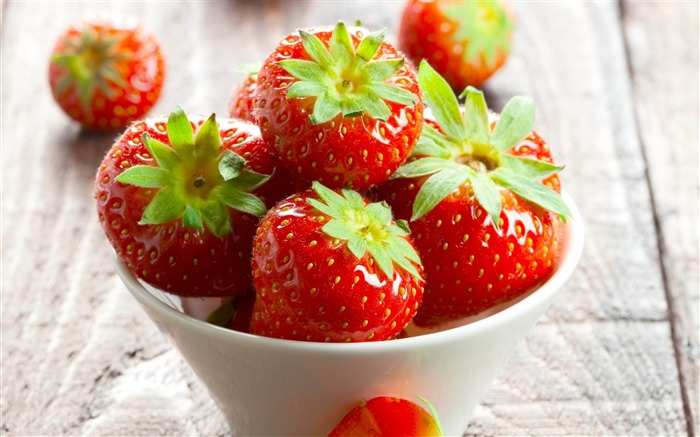Strawberry-High quality wallpaper Views:1663