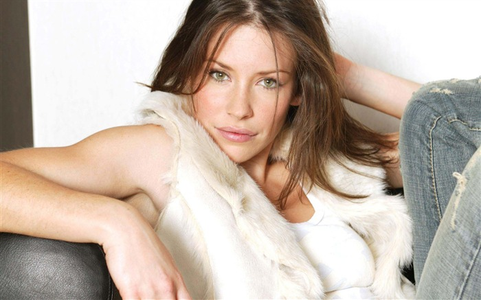 Evangeline Lilly-Beauty photo wallpaper Views:7076 Date:9/12/2014 9:17:00 AM