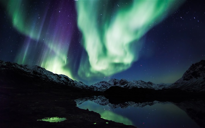Northern Lights-Nature HD Wallpaper Views:6264 Date:9/15/2014 7:52:54 AM
