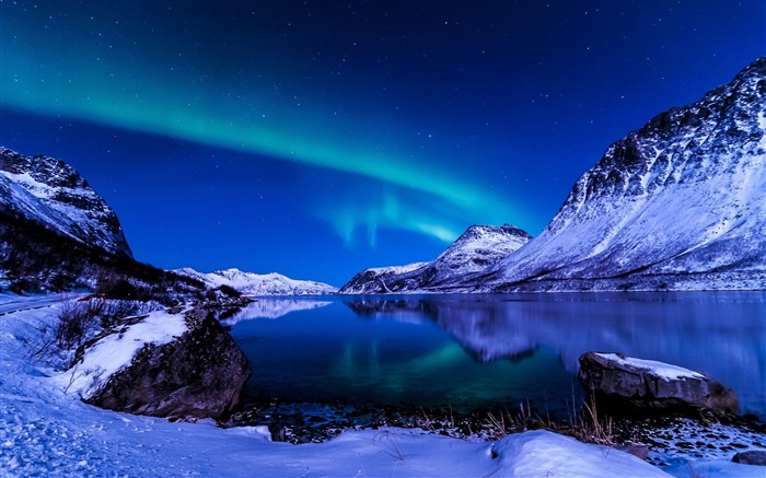 Northern Lights Iceland-Nature HD Wallpaper Views:7602 Date:9/15/2014 7:52:03 AM