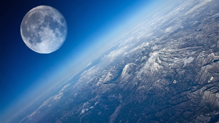 Earth And Moon-High quality HD Wallpaper Views:6528 Date:10/16/2014 8:19:24 AM