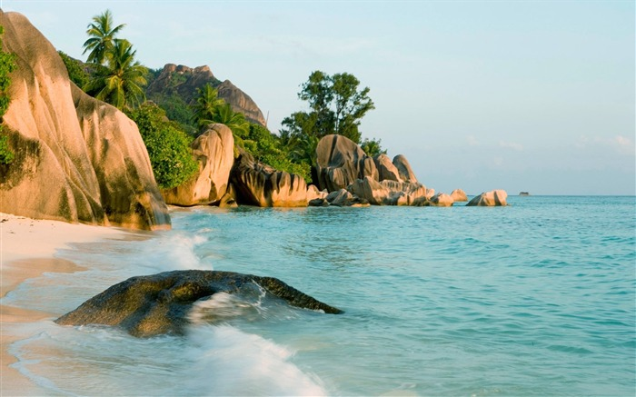 Seychelles Beach Waves-HD Desktop Wallpaper Views:3271