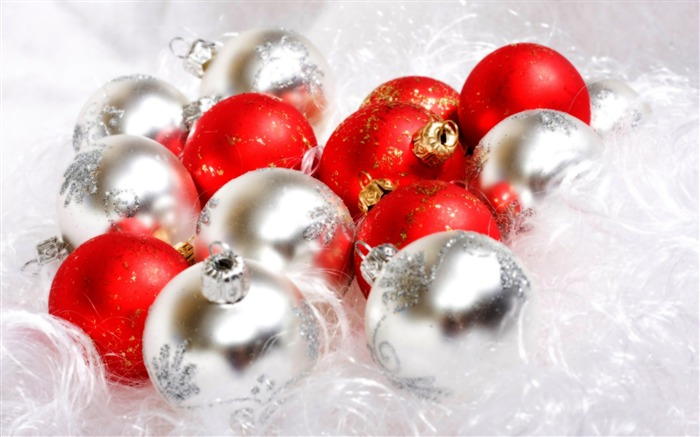 Christmas Balls-Holiday desktop wallpaper Views:3094
