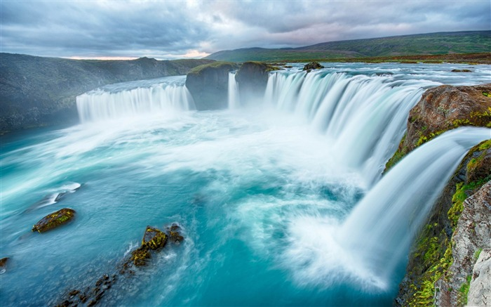 big waterfalls clouds-HD Widescreen Wallpaper Views:3635