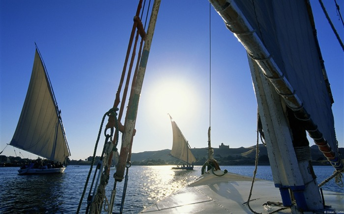 Feluccas Sailing on River Nile-Windows 10 Wallpaper Views:2967