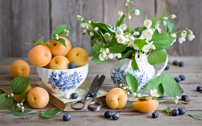 fruits berries apricots-High Quality HD Wallpaper Views:1828