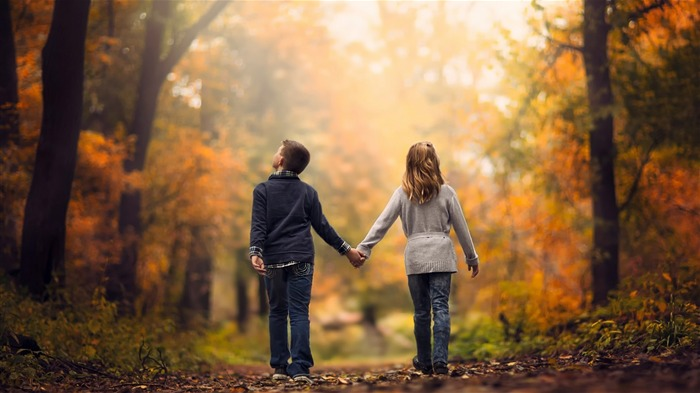 Childhood love walk-HD Desktop Wallpaper Views:1838