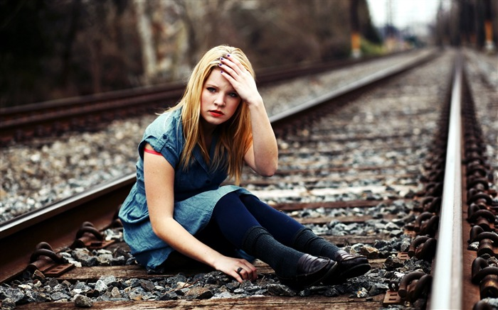 Girl blond railroad-Photo HD Wallpapers Views:2474