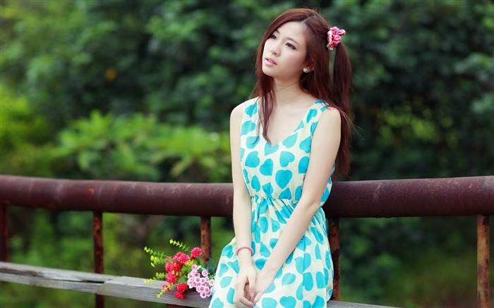 Girl dress bouquet sadness-Photo HD Wallpapers Views:3251 Date:11/2/2015 7:36:34 AM