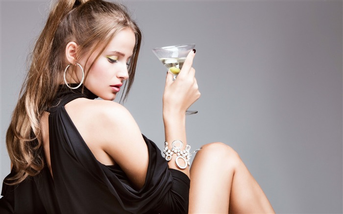 Girl martini gray background-Photo HD Wallpapers Views:2175