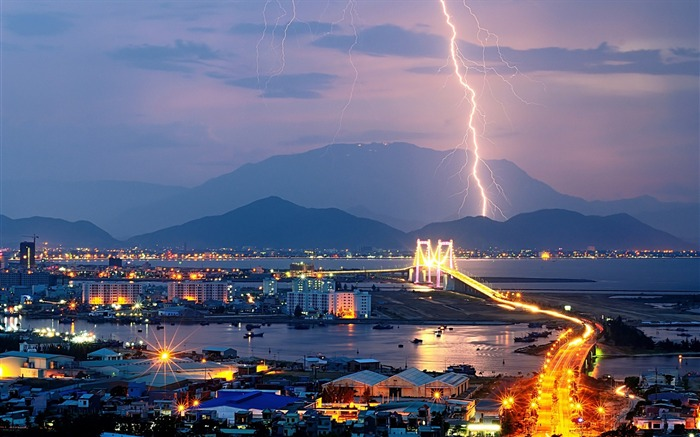 Night lights mountains lightning-Cities HD Wallpaper Views:1635