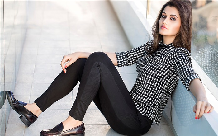 Stylish taapsee pannu-Photo HD Wallpaper Views:2578 Date:11/2/2015 7:47:45 AM