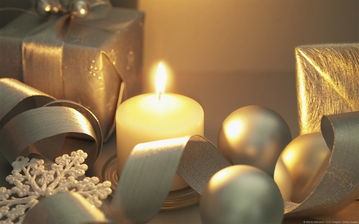Candles and gifts-Windows 10 HD Wallpaper Views:1911