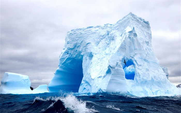 White iceberg-High Quality HD Wallpaper Views:864