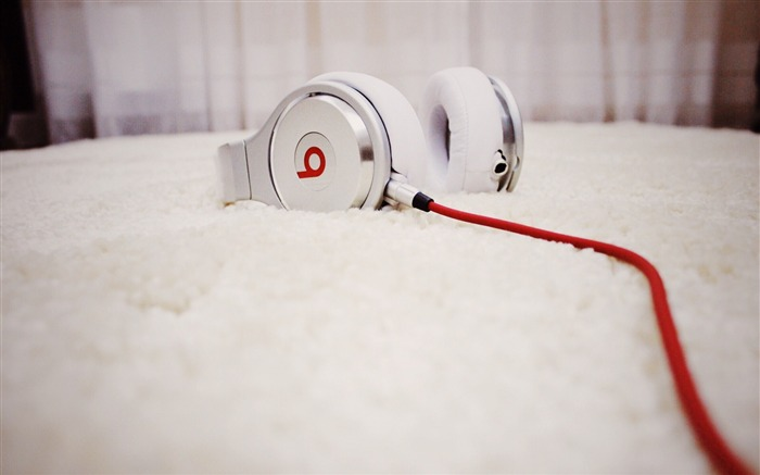 Beats headphones-High Quality HD Wallpaper Views:1351