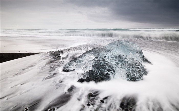 Jokulsarlon beach black lagoon-Nature Photo HD Wallpaper Views:1955