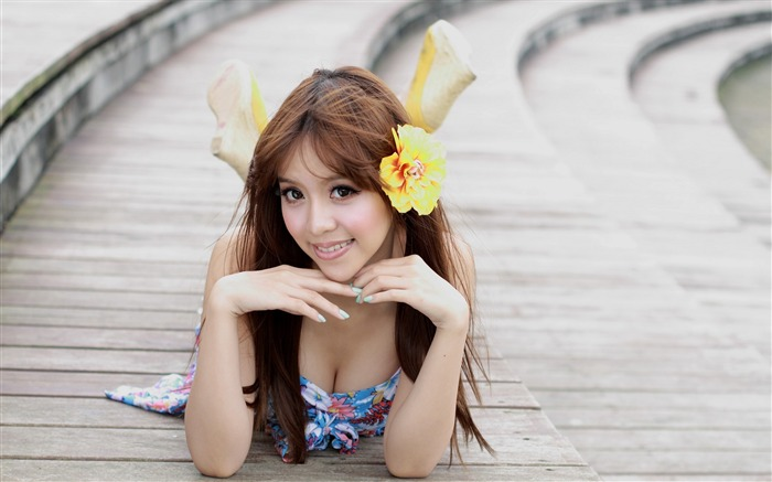 Asian girl flower-Beauty Photo HD Wallpaper Views:2400