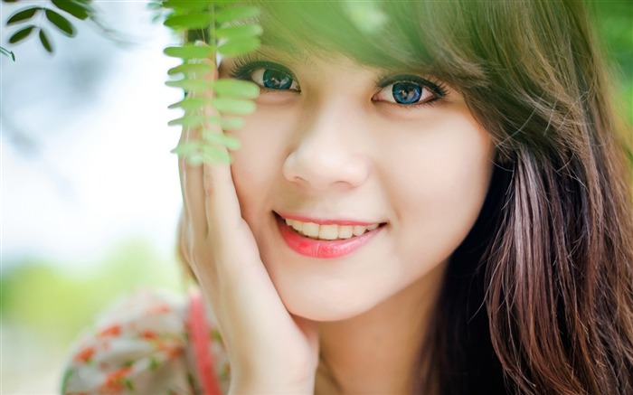 Blue eyed girl face smile-Beauty Photo HD Wallpaper Views:1308