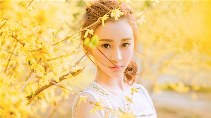 Chinese Youth Fashion Beautiful Actress Photo Wallpaper