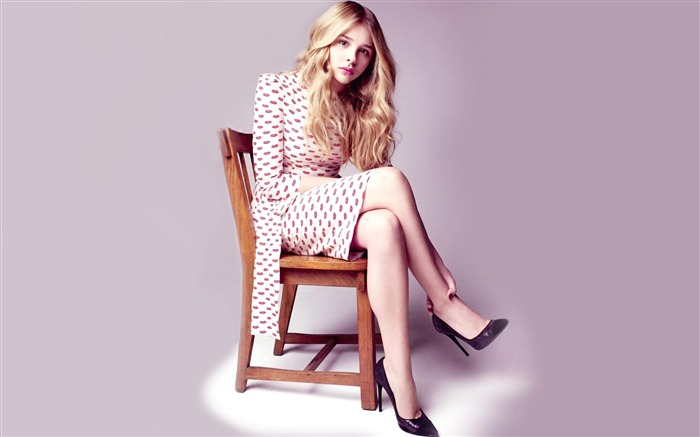 Chloe Moretz celebrity chair-Beauty Photo HD Wallpaper Views:1917
