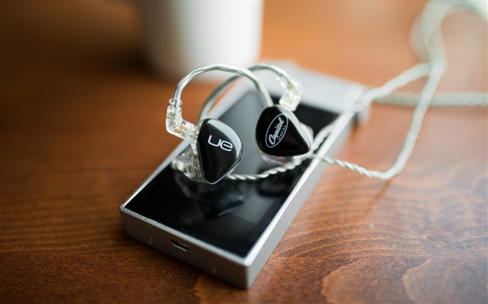 Ultimate Ears player headphones-High Quality HD Wallpaper Views:961