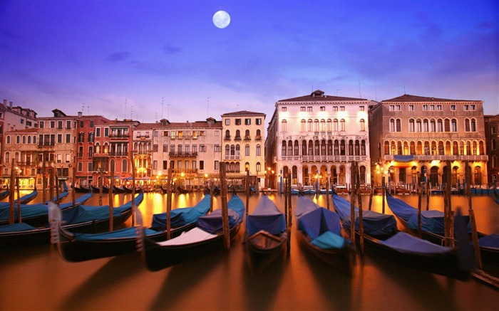 Gondola boats river canal light lighting-Venice Italy Travel HD wallpaper Views:1693