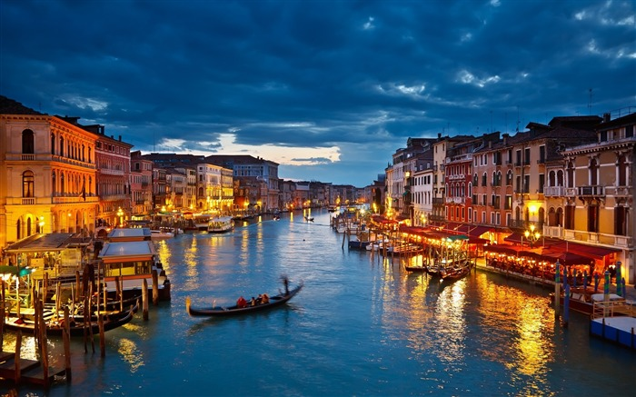 Gondolas river night view-Venice Italy Travel HD wallpaper Views:2884