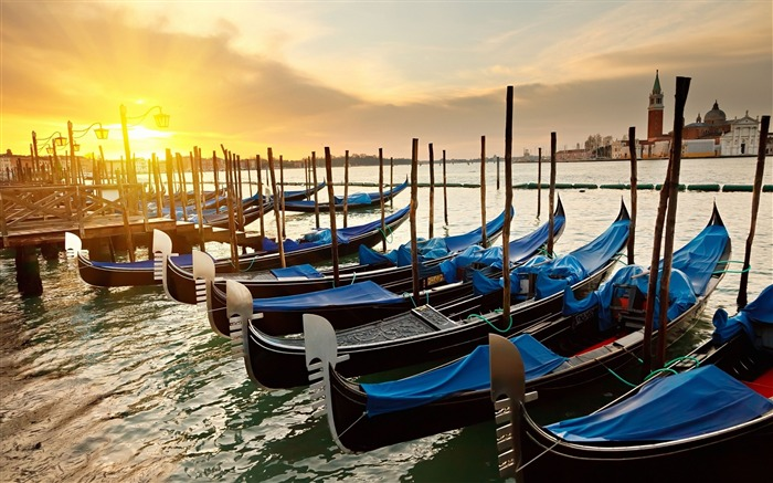 Gondolas sunset river-Venice Italy Travel HD wallpaper Views:2231