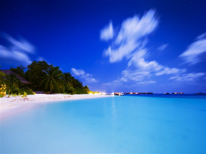 Paradise Blue Sea Beach-Nature Scenery HD Wallpaper Views:1539