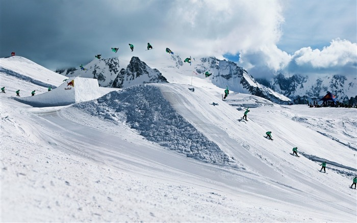 Snow Mountain Snowboarding Extreme HD Wallpaper 17 Views:2525 Date:5/22/2016 11:10:29 AM