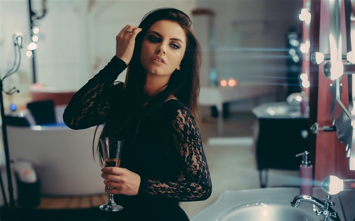 Brunette beauty wine glass-Photo HD Wallpaper Views:2052