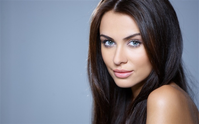Brunette with blue eyes-Photo HD Wallpaper Views:2619