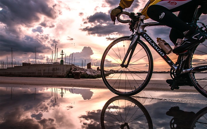 Dusk seaside riding-2016 Sport HD Wallpaper Views:2271