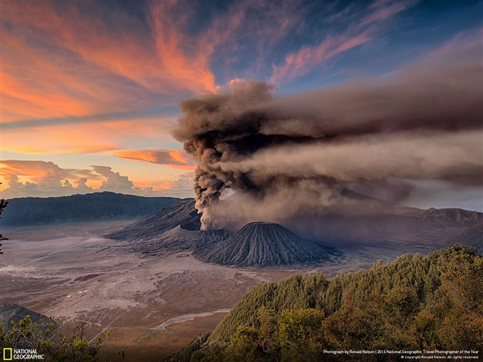Mt Bromo Sunrise Eruption-2016 National Geographic Wallpaper Views:2785