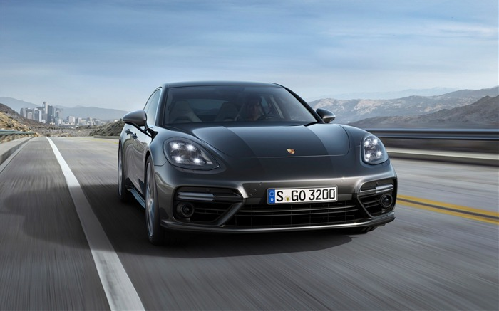 2017 Porsche Panamera-Luxury Car HD Wallpaper Views:1408