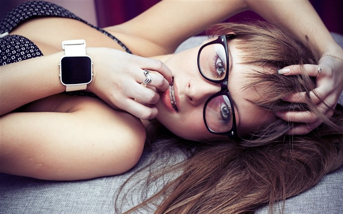 Girl face hair watches-Photo HD Wallpapers Views:1465