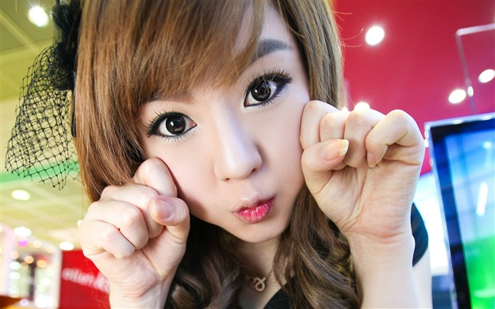 Girl face hand gesture makeup-Photo HD Wallpapers Views:1717