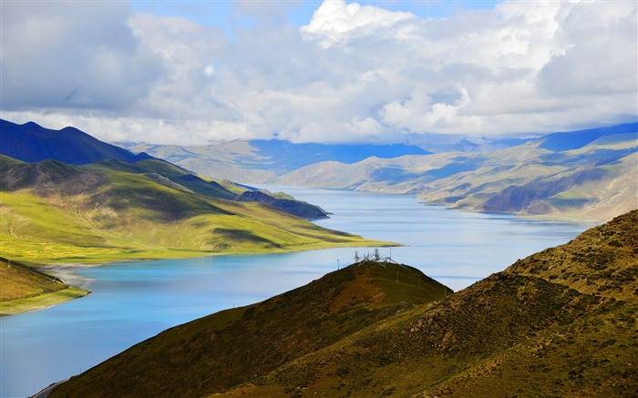 Tibet YamdrokTso Paradise Lake Photo Wallpaper 12 Views:2810 Date:8/24/2016 9:21:58 AM