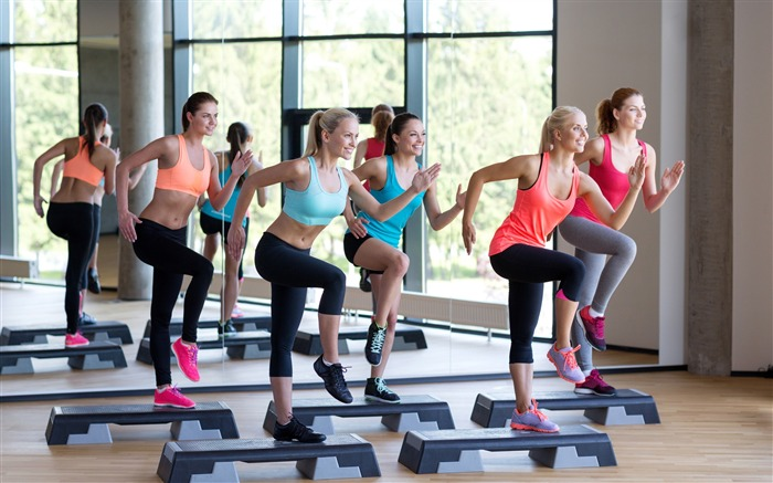 Girl aerobics located step-Fitness photo wallpaper Views:1558