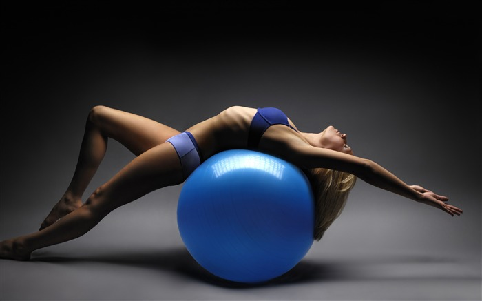 Girl training on gym ball-Fitness photo wallpaper Views:1609