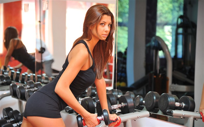 Girl with dumbbell-Fitness photo wallpaper Views:1738